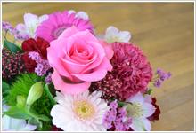 アレンジメントやブーケ、一般的な贈答用や、発表会、開店祝、仏事のお花など…